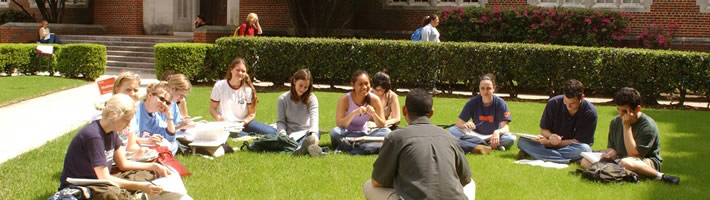 loyola university new orleans students on lawn